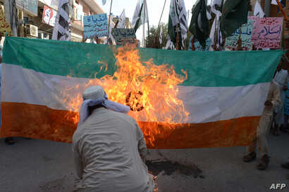 Pakistani activists of the Islamic hardline organization Jamaat ud Dawa (JuD) torch an Indain flag during a demonstration in Quetta, Oct. 10, 2014.