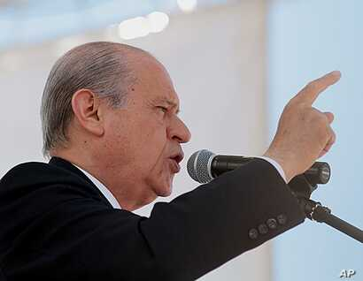 Devlet Bahceli, the leader of the Nationalist Action Party (MHP), addresses an election rally in Kastamonu, Turkey, May 18, 2011 (file photo).