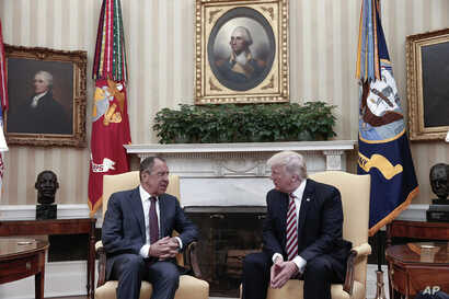 U.S. President Donald Trump, right, meets Russian Foreign Minister Sergey Lavrov at the White House in Washington, May 10, 2017. (Russian Foreign Ministry photo via AP)