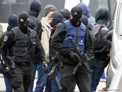 Belgian police stage a raid, in search of suspected muslim fundamentalists linked to the deadly attacks in Paris, in the Brussels suburb of Molenbeek, Nov. 16. 2015.