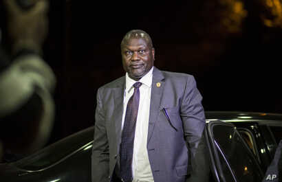South Sudan's opposition leader Riek Machar arrives at the office of Ethiopia's Prime Minister for a meeting with South Sudan's President Salva Kiir, in Addis Ababa, Ethiopia, June 20, 2018.