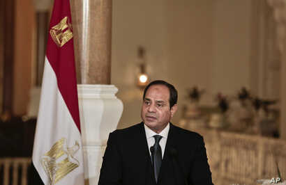 Egyptian President Abdel-Fattah el-Sissi meets with German Chancellor Angela Merkel, during a press conference, at the presidential palace in Cairo, Egypt, March 2, 2017.