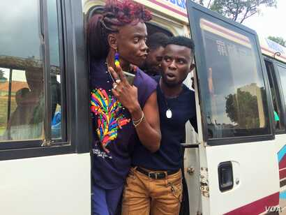 After stopping on the side of the road, LGBT Ugandans emerged from the buses demanding answers from the police. (L. Paulat/VOA)