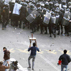 Egyptian demonstrators clash with police in central Cairo during a protest demanding the ouster of President Hosni Mubarak and calling for reforms, Jan 25 2011.