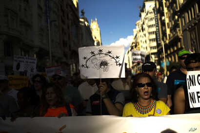 People shout slogans during a protest demanding the Spanish government fulfill its pledge to give shelter to refugees, in Madrid, June 17, 2017.