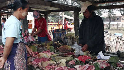 Residents buy/sell meat at open market.