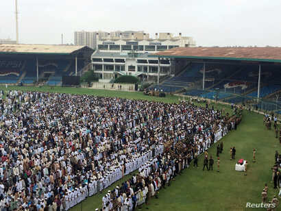 People attend the funeral for philanthropist Abdul Sattar Edhi at the National Stadium in Karachi, Pakistan, July 9, 2016.