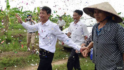 Fish farmer Doan Van Vuon received hero's welcome after being released early in mass amnesty