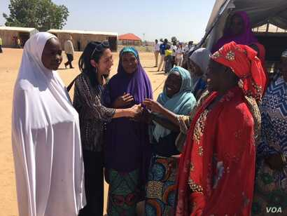 U.S. Deputy UN Ambassador Michelle Sisson talks to women in the Maiduguri camp. (M.Besheer/VOA)