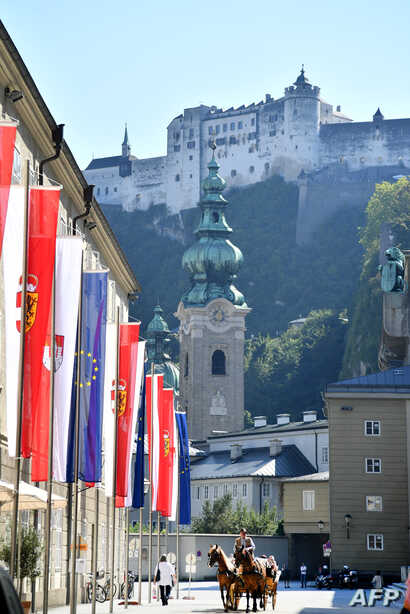 A picture taken on September 18, 2018 shows European flags displayed on a street outside the Hofstallgasse, on the eve of the start of a two-day European Summit on migration and Brexit in Salzburg.