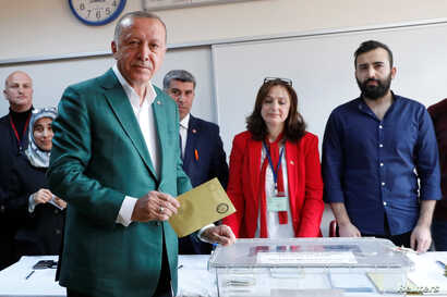 Turkish President Tayyip Erdogan casts his ballot at a polling station during the municipal elections in Istanbul,  March 31, 2019