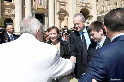 Fox News Channel host Bill O'Reilly shakes hand with Pope Francis during the Wednesday general audience in Saint Peter's square at the Vatican, April 19, 2017.