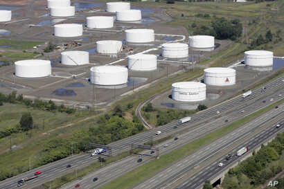 FILE - Traffic on I-95 passes Citgo oil storage tanks in Linden, N.J., Sept. 8, 2008. Venezuela will hold onto its U.S.-based Citgo refineries, settling in Nov. 2018 a lawsuit that threw ownership of the struggling country's prized assets into peri...