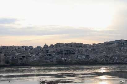 From across the Tigris River, the Old City of Mosul, Iraq, can be seen in ruins, Nov. 26, 2018.  (H. Murdock/VOA)