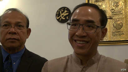 Los Angeles Thai Consul General Tanee Sangrat, who visited Masjid al-Fatiha, a mosque in Azusa, California founded by Thai Muslims, a minority within the mostly Buddhist Thai community, Sept. 12, 2016. (VOA / M. O'Sullivan)