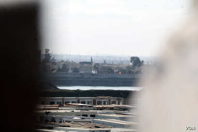 Western Mosul, Iraq, as seen from a sniper hole in the wall of an Iraqi base on the east side of the Tigris River, Jan. 30, 2017. (H. Murdock/VOA)