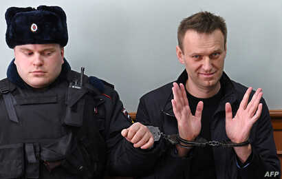 Kremlin critic Alexei Navalny, who was arrested during March 26 anti-corruption rally, gestures during an appeal hearing at a court in Moscow on March 30, 2017.