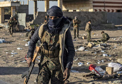 Fighters with the Syrian Democratic Forces (SDF) are pictured in the town of Baghuz, Syria, on the front line of fighting to expel the Islamic State group from the area, March 12, 2019.