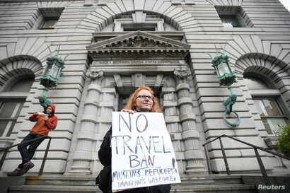 FILE PHOTO - Beth Kohn protests against U.S. President Donald Trump's executive order travel ban, outside the 9th U.S. Circuit Court of Appeals courthouse in San Francisco, Calif., Feb. 7, 2017.