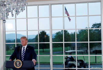 U.S. President Donald Trump speaks at a dinner with business leaders at Trump National Golf Club in Bedminster, New Jersey, Aug. 7, 2018.