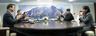 North Korean leader Kim Jong Un, second from right, talks with South Korean President Moon Jae-in, second from left, during a meeting at the border village of Panmunjom in Demilitarized Zone, April 27, 2018.