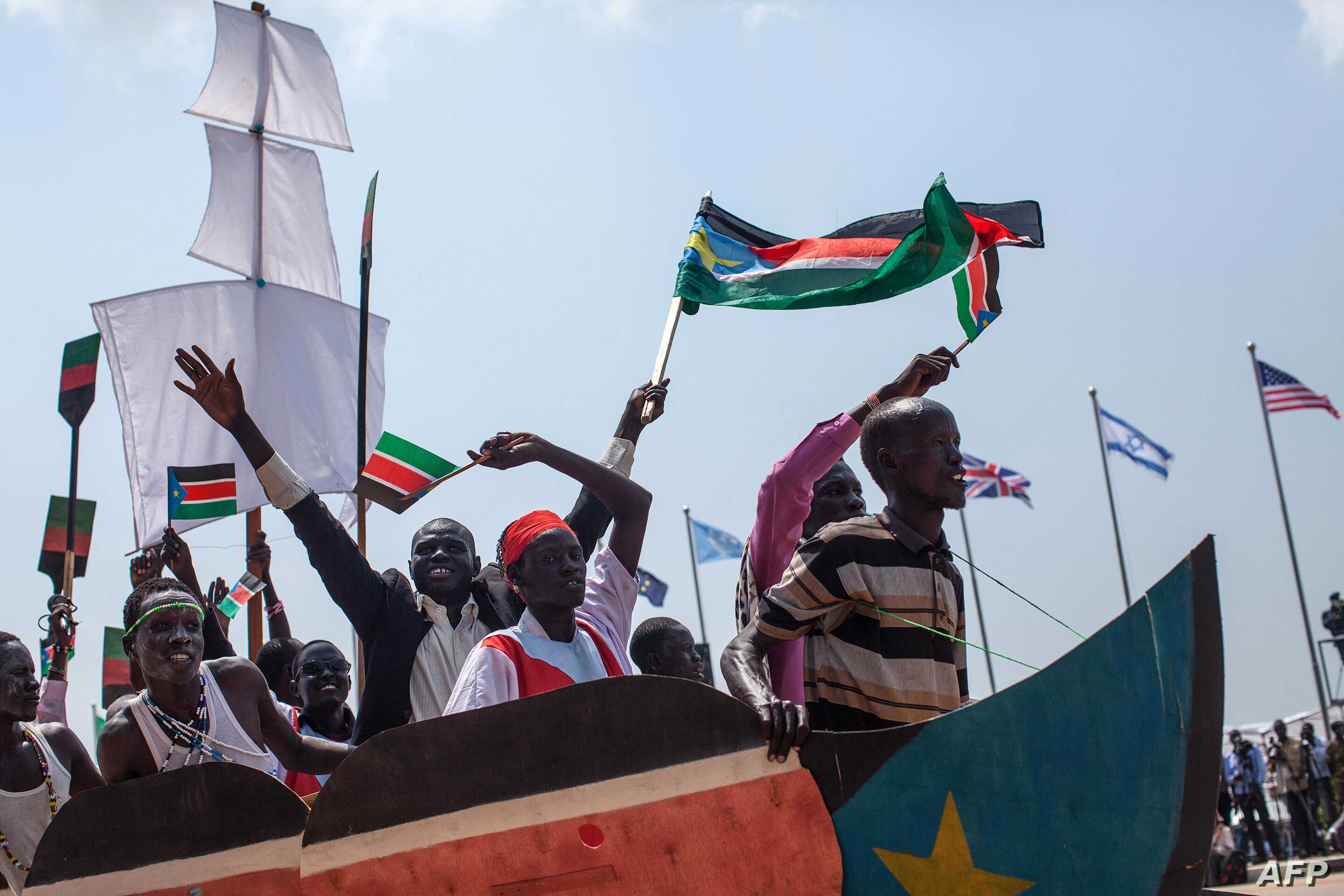 Dancers put on a short theatrical performance promoting unity in South Sudan and hope for a peaceful future in the war torn nation during celebrations marking three years of Independence in Juba, July 9, 2014.
