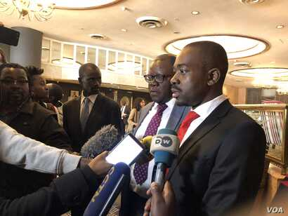 Nelson Chamisa of the Movement for Democratic Change Alliance, speaking to reporters after meeting former U.N. secretary general Kofi Annan in Harare says Zimbabwe Electoral Commission is biased towards the ruling Zanu PF, July 20, 2018. (S. Mhofu/VO...