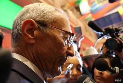 John Podesta talks to reporters in the spinroom. (C. Presutti/VOA)