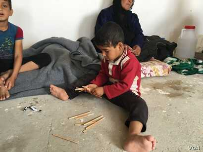 Child displaced by fighting in his village southeast of Mosul. 14 Apr 2016, Makhmour, Iraq (S. Behn / VOA)
