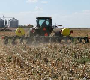Farmers in the Texas High Plains till just a strip of soil where the seed and fertilizer go. The rest is left alone.