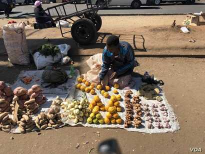 Whoever wins the July 30th elections has to address the problem of unemployment as most Zimbabweans have resorted to informal jobs and vending as in case of this person Harare in this photo, July 28, 2018.