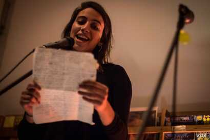 Many sessions begin with pre-arranged storytellers, before moving onto an open mic format.