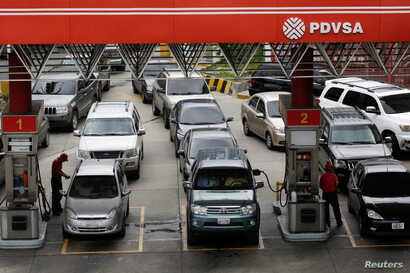 Motorists line up for fuel at a gas station of Venezuelan state-owned oil company PDVSA in Caracas, Venezuela, Sept. 21, 2017.
