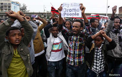 Protesters chant slogans during a demonstration at Meskel Square in Addis Ababa, August 6, 2016.