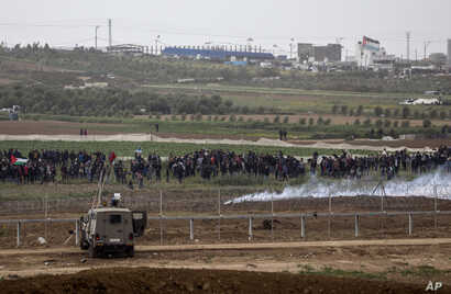 Israeli soldiers take positions on the Israel-Gaza border during a Palestinian protest, March 30, 2019.