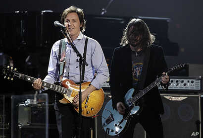 Paul McCartney, left, and Dave Grohl perform during the 54th annual Grammy Awards in Los Angeles, February 12, 2012. (AP Photo/Matt Sayles)