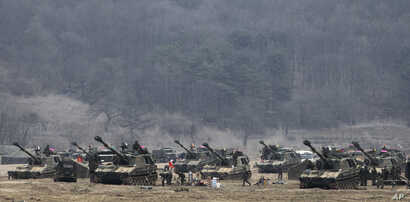 South Korean Marine K-55 self-propelled howitzers are parked during an exercise against possible attacks by North Korea near the border village of Panmunjom in Paju, South Korea, April 1, 2013.