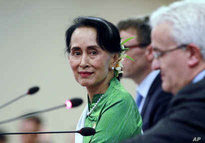 Myanmar State Counsellor and Foreign Minister Aung San Suu Kyi smiles as she talks to journalists during a press conference in Naypyitaw, Myanmar, Nov. 21, 2017