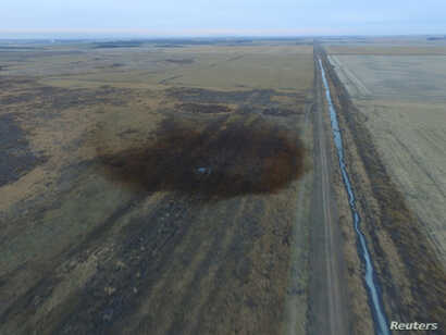 FILE PHOTO:  An aerial view shows the darkened ground of an oil spill which shut down the Keystone pipeline between Canada and the United States, located in an agricultural area near Amherst, South Dakota,  in this photo provided Nov.18, 2017.