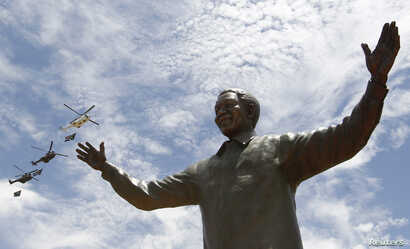 A bronze statue of the late former South African President Nelson Mandela is unveiled at the Union Buildings in Pretoria, Dec. 16, 2013.