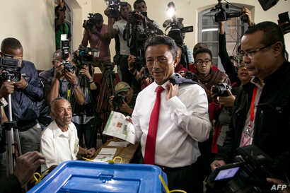 Malagasy Presidential Candidate Marc Ravalomanana casts his ballot at the polling station in Faravohitra district during the 2nd round of the presidential election, in Antananarivo, Dec. 19, 2018.