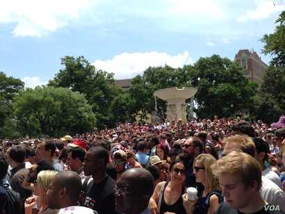 Fans watch the USA-Germany game in Dupont Circle.