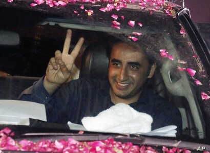 Bilawal Bhutto Zardari, leader of Pakistan Peoples Party, flashes victory sign to supporters during an election rally in Lahore, Pakistan, July 19, 2018.