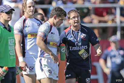 USA Men's Eagles Sevens head coach Mike Friday speaks with US player Madison Hughes at the London Sevens, May 2015 (USA Rugby).