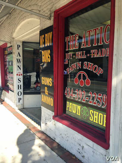 Storefronts can be seen along a main street in downtown Farmville, Virginia, where the 2016 vice presidential debate will be held at Longwood University, Oct. 3, 2016. (K. Gypson / VOA)