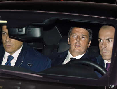 Italian Premier Matteo Renzi, center, arrives at the Quirinal presidential palace in Rome, Dec. 7, 2016.
