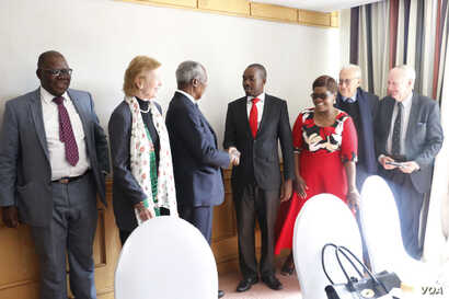 """Former U.N. secretary general Kofi Annan with Nelson Chamisa, leader of the main opposition party, the Movement for Democratic Change Alliance in Harare, July 20, 2018. He is accompanied """"The Elders"""" group members Mary Robinson, the former presid..."""