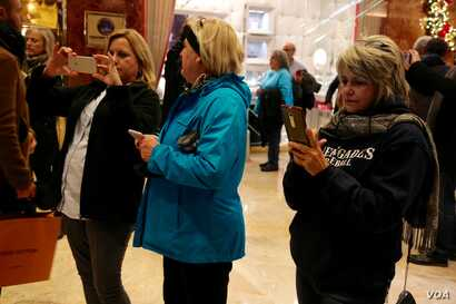 Tourists flock to Trump Tower, hoping for a glimpse of (or a selfie with) a politician or high-level business leader visiting President-elect Donald Trump in New York, Dec. 12, 2016. (R. Taylor/VOA)