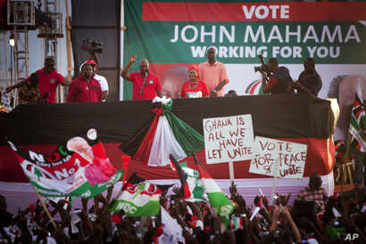 Ghanian President John Dramani Mahama, center left, speaks to ruling party supporters at his final campaign rally ahead of Friday's presidential election, in Accra, Ghana, December 5, 2012.