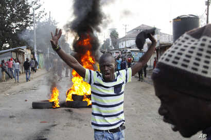 Supporters of Kenyan opposition leader and presidential candidate Raila Odinga demonstrate, blocking roads with burning tires in the Kibera Slums area in Nairobi, Aug. 9, 2017.